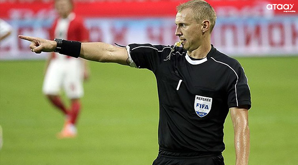 a referee in soccer